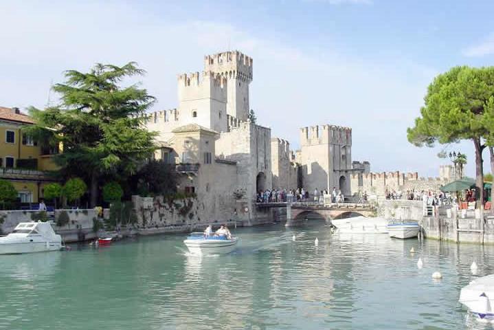 Lago_di_Garda_Sirmione_Castello_1__Foto_Assolato